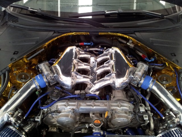 Jun intake plenum adorns this 4.0L overbore VR38