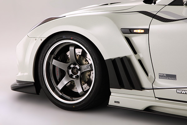 Varis Front Fender with Carbon Louvers (+20mm) - Nissan GT-R 2009-2016
