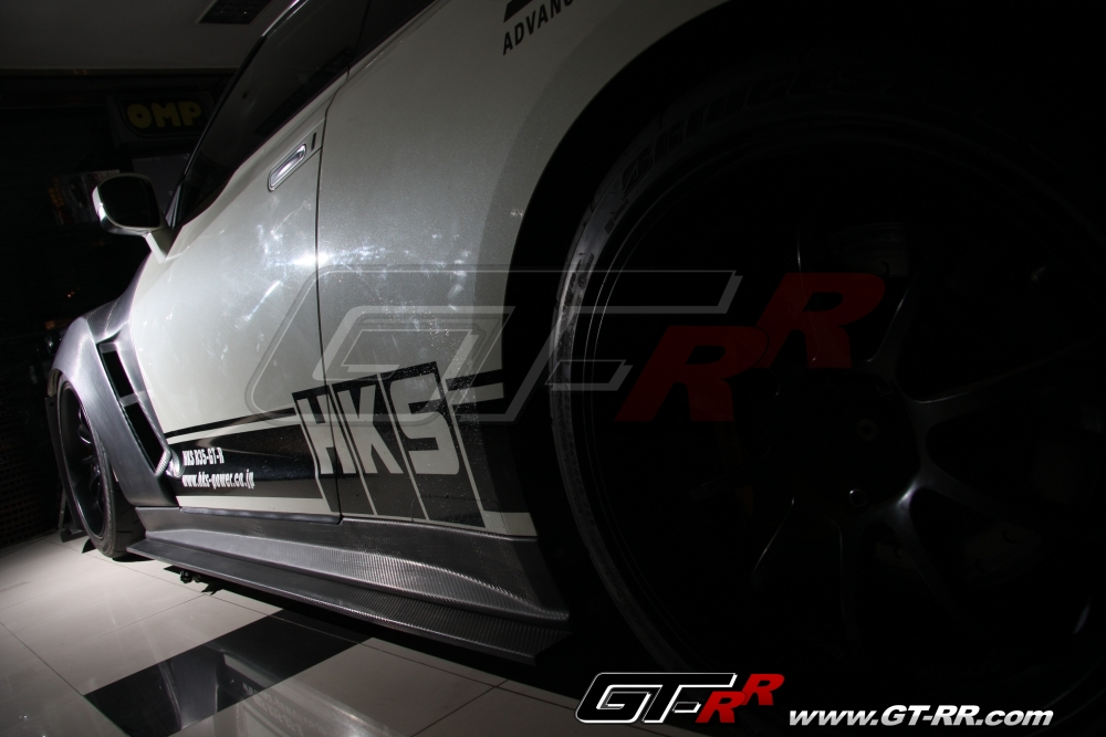 Top Racing Dry Carbon Side Skirts - Wide Body - Nissan GT-R 2009-16